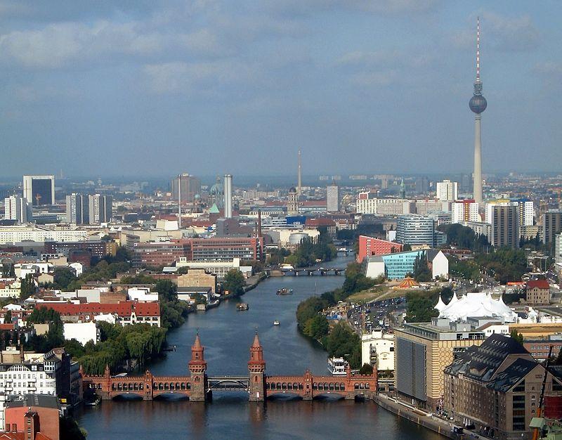 800px-Oberbaumbruecke_beim_Berliner_Osthafen_cropped