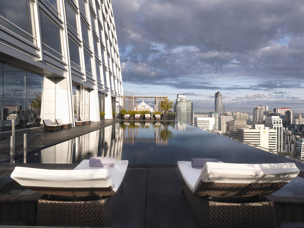 DRAMATIC CITY VIEWS FROM THE 25TH FLOOR CANTILEVERED POOL - SWIMMING POOL