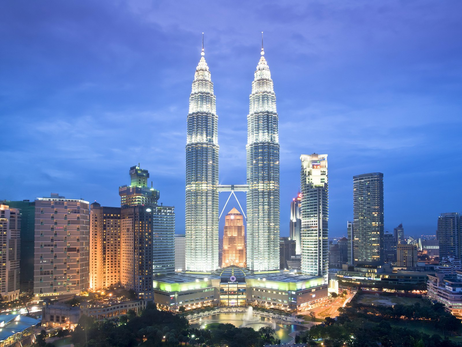 Top 10 places to visit in kuala lumpur malaysia cash for Asia famous buildings